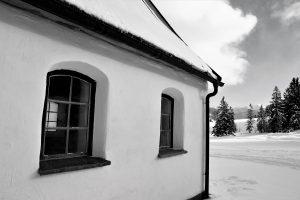 silke tauchert/www.fotofee-st.de/winter/allgäu/tannheimertal/schnee/kapelle